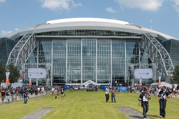 Fans walking into AT&T Stadium in Arlington Texas